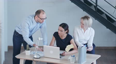 notion : Business people discussing project in modern office Stock Footage