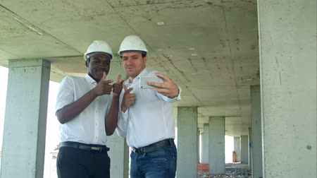 архитектор : Team of builders happy smiling take selfie photo during meeting on construction site Стоковые видеозаписи