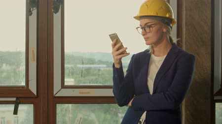 прораб : Entrepreneur on construction site using smartphone
