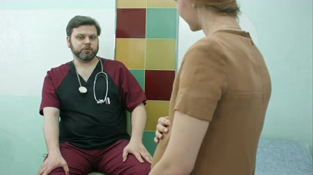 妊娠 : Female doctor consulting a pregnant woman in the hospital