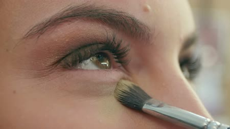 oczy : Bright eye make-up for a date