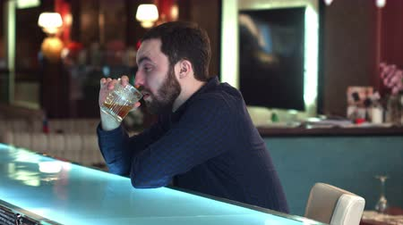 лимон : Cheerful attractive young man drinking in in a bar and look at camera smiling