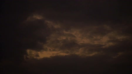oxigênio : Gray sky with clouds in sunset Stock Footage