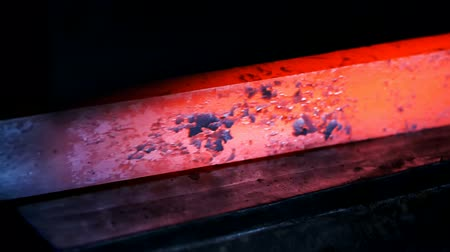 hydraulické : Slow motion close up of the steel rod being processed with automatic hydraulic hammer