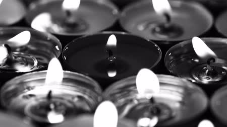 luto : UHD cinematic 24 fps monochrome of the burning candles on a turntable Stock Footage