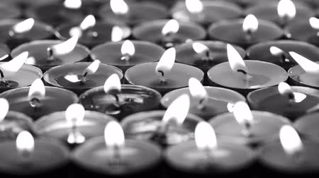 luto : UHD monochrome slow dolly of candles burning in the dark