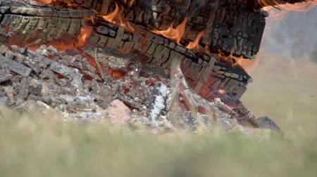Burning wooden military crates from ammunition. Burning fire. The smoldering fireplace Стоковые видеозаписи