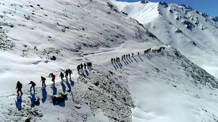 ulaşmak : Flight over the group of mountaineers going in one row. Drone shoot.