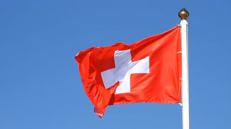 suíça : Flag of Switzerland on a background sky