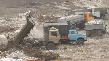 lixo : Garbage machines unload garbage on a municipal dump in Ukraine Stock Footage
