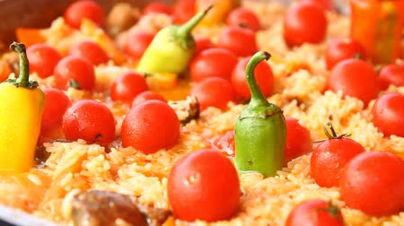 cop : Pilaf with tomato and pepper Dostupné videozáznamy