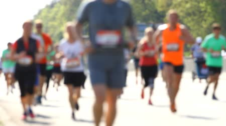 atleta : Blurred city marathon of  people Stock Footage