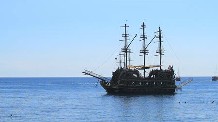 海賊 : Kemer, Turkey - June 20, 2018: Tourist pirate ship sails by sea in Kemer, Turkey 動画素材