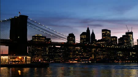 felhőkarcoló : Timelapse Manhattan Bridge view in New York Sunset Stock mozgókép