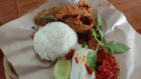 chili paprika : Indonesian fried catfish with white rice and chili sauce, indonesian food