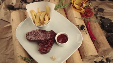 fry : Steak with fries and sauce