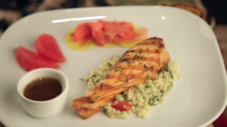 alecrim : salmon steak with rice, wasabi and grapefruit