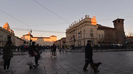 редакционный : Turin, Italy - January 16, 2016: Timelapse Video People walking and shopping in the center of Turin Turin, Italy. Car and tram traffic. Sunlight fading out at sunset. Стоковые видеозаписи