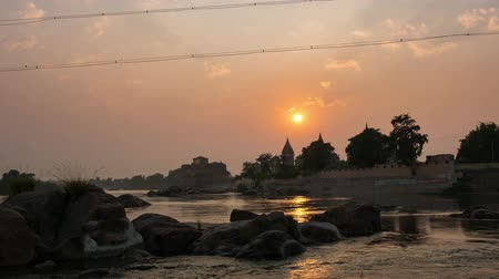 síremlék : Cenotaphs at Orchha, Madhya Pradesh, famous travel destination in India. Holy Betwa river flowing at sunset.