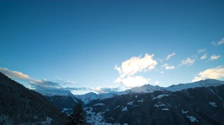 günler : Day to night timelapse, the sun setting down behind mountains and transition into a starry night sky over the Val dAnniviers, a valley of the pennine alps, canton of Valais, Switzerland.