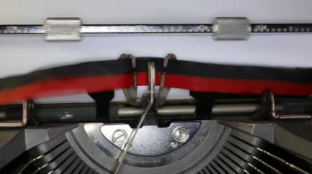 написанный : TYPEWRITER with written Merry Christmas in the paper