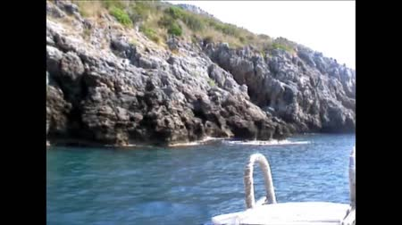 motorbot : A motorboat's prow while inshore navigating, Palinuro, Italy  Stok Video