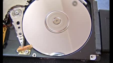 zęby : Broken HDD in operation (cover removed)