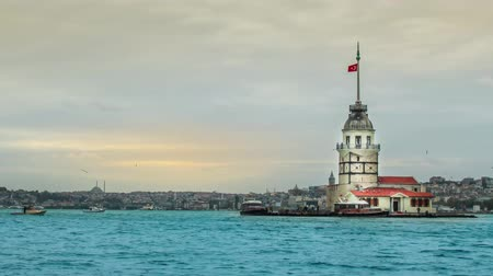 isztambul : A beautiful timelapse video featuring historic Maiden Tower, the symbol of Istanbul