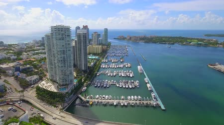 Laterale luchtvideo Miami Beach Marina 4k