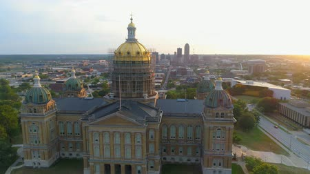 pro government : Aerial video Des Moines Iowa State Capitol Building at sunset