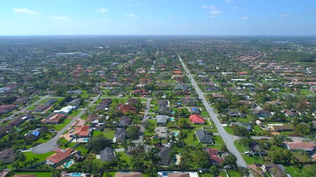 Майами : Aerial elevated shot of residential homes in Homestead Kendall Miami