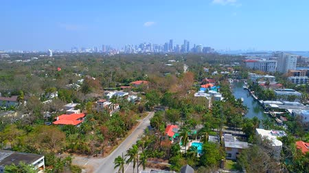 korál : Aerial drone shot of Coral Gables FL with view of Brickell Dostupné videozáznamy