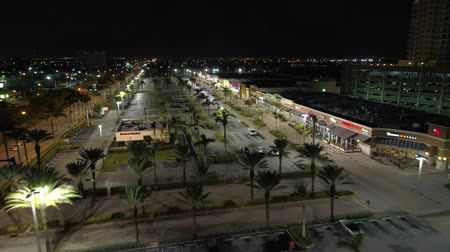 освещенный : Aerial video RK Shopping Center Hallandale night shot