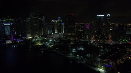 Nacht aankomst Downtown Miami luchtfoto