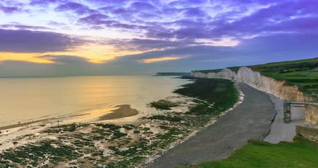 remek : Time lapse of dawn at Seven Sisters cliffs