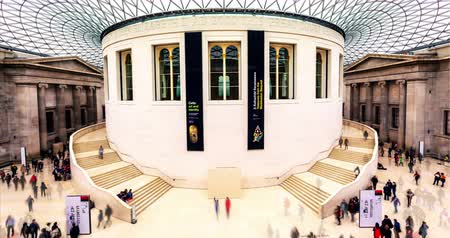galeria : LONDON, UNITED KINGDOM -September 2015: Time lapse of people walking inside British Museum