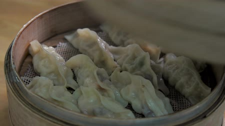 bamboo steamer : Bamboo steamer, Streamed vegeterian dumplings chinese food