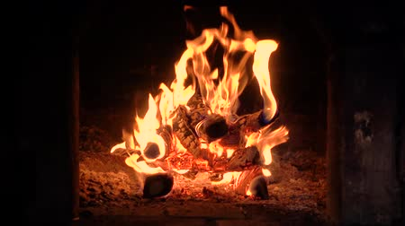 égés : fire in a fireplace, fire in the furnace