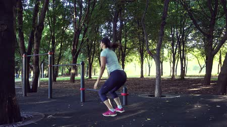 bir genç kadın sadece : Squats with jumps. The girls workout