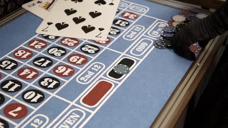 bajnok : Bet chips on the black color on the roulette table