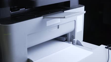 biznesmeni : Print documents to the printer