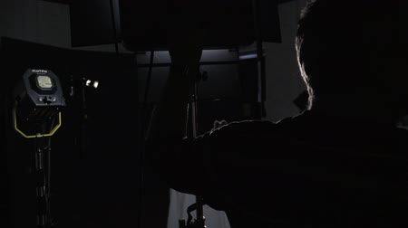 direto : Lighting engineer on the set adjusts the brightness of the spotlight Stock Footage
