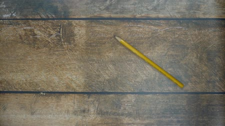 grafit : Pencil rolling on a wooden table