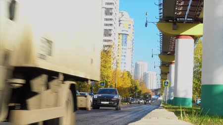 propelled : Car traffic in the city Stock Footage