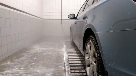 grime : The car at the car wash