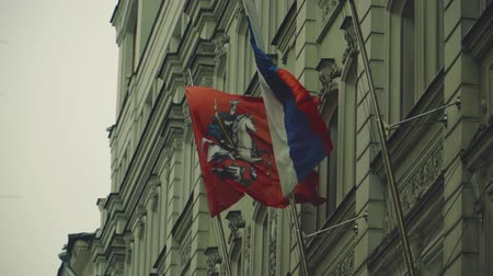 administracja : The flag of Russia and Moscow are fixed on the flagpoles