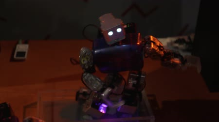 The robot dances, waving his hands and moves his hips Stok Video