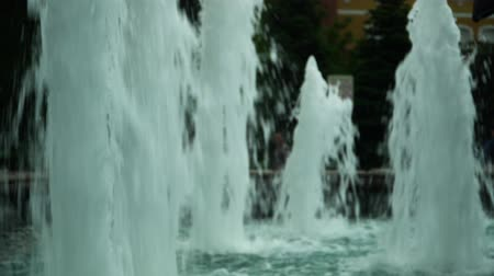 Powerful jets of fountains, raising the water flow.