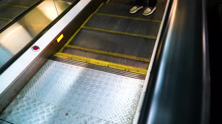 köln : People descend from a moving escalator on the rise.