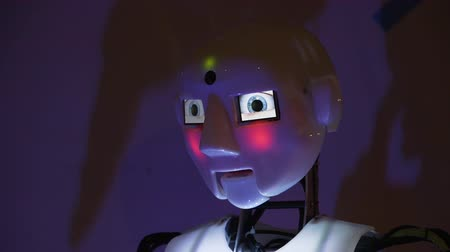 The robot moves its head and widens its eyes. Color lighting changes Stok Video